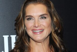 brooke-shields-says-she-broke-her-leg-and-is-learning-how-to-walk-again