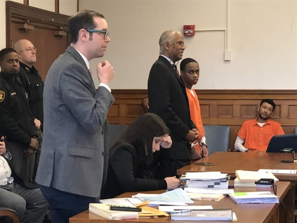 judge-declines-to-withdraw-from-murder-case