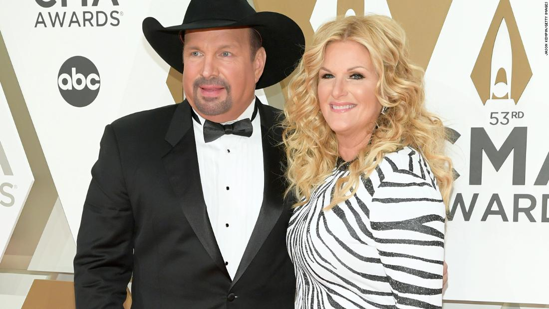 garth-brooks-announces-he-is-covid-19-negative-as-wife-trisha-yearwood-tests-positive
