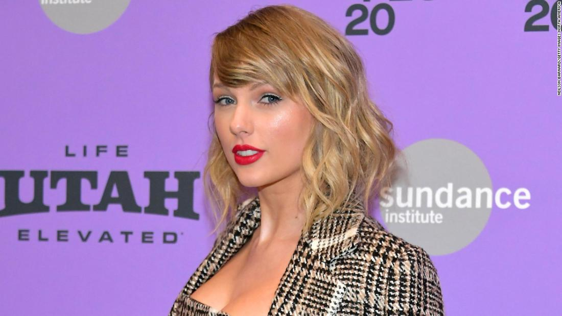 taylor-swift's-re-recorded-'love-story'-is-back-on-top-of-the-charts