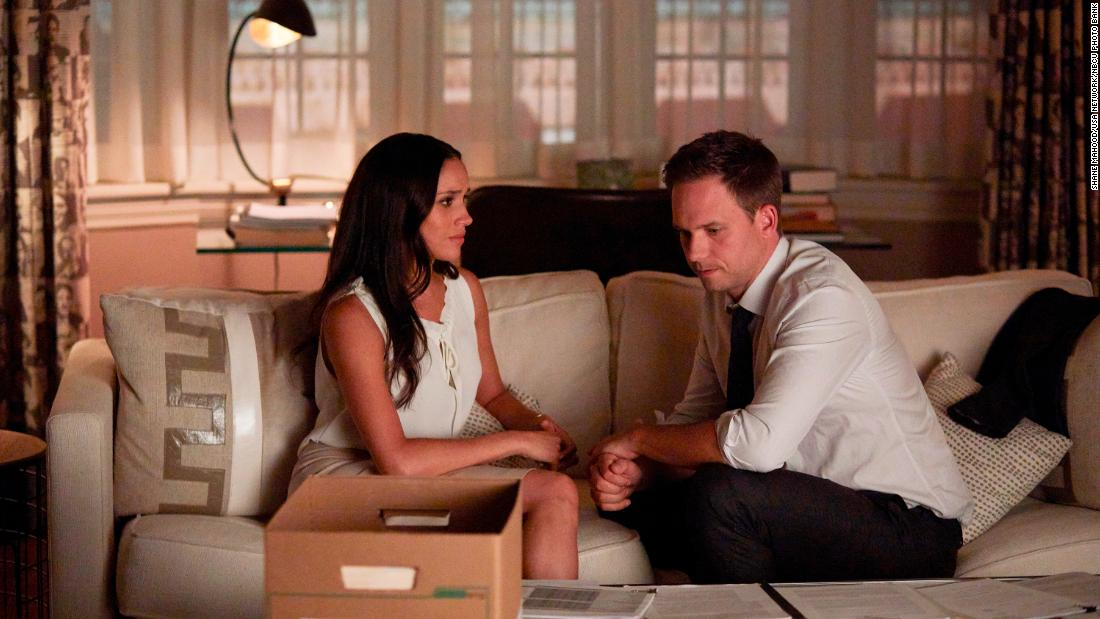 meghan's-'suits'-family-and-hollywood-have-rallied-around-her