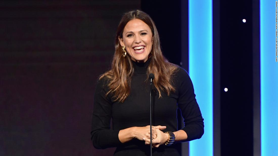 jennifer-garner-just-pierced-her-ears-for-the-first-time