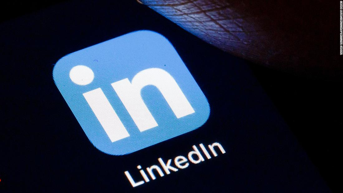 linkedin-suspends-new-sign-ups-in-china