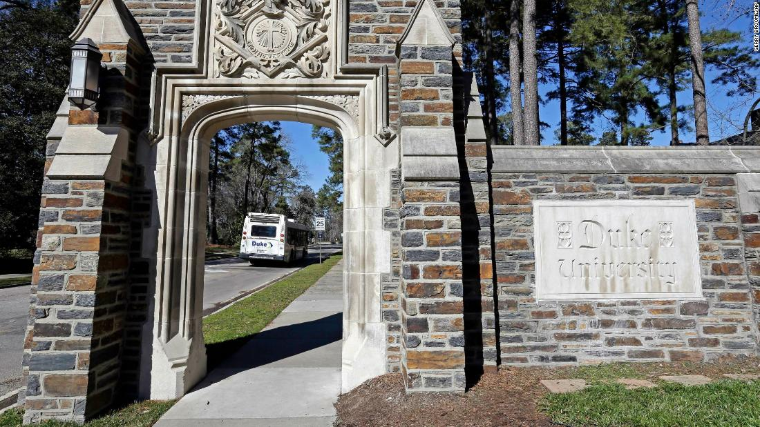 duke-university-undergrads-ordered-to-stay-in-place-all-week-as-covid-19-cases-spike