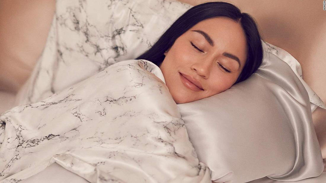 is-a-silk-pillowcase-worth-it?-absolutely,-yes.-here's-why