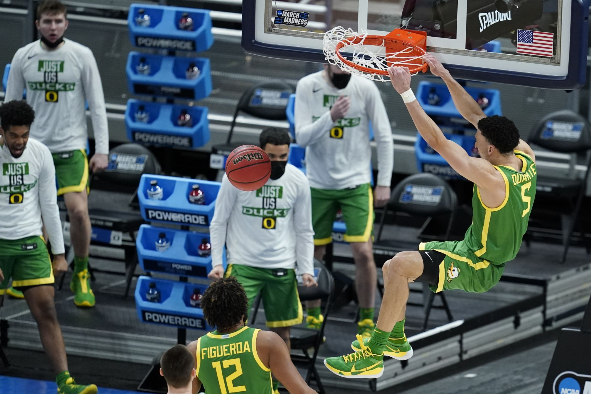 ducks-soar-past-iowa-and-into-sweet-16