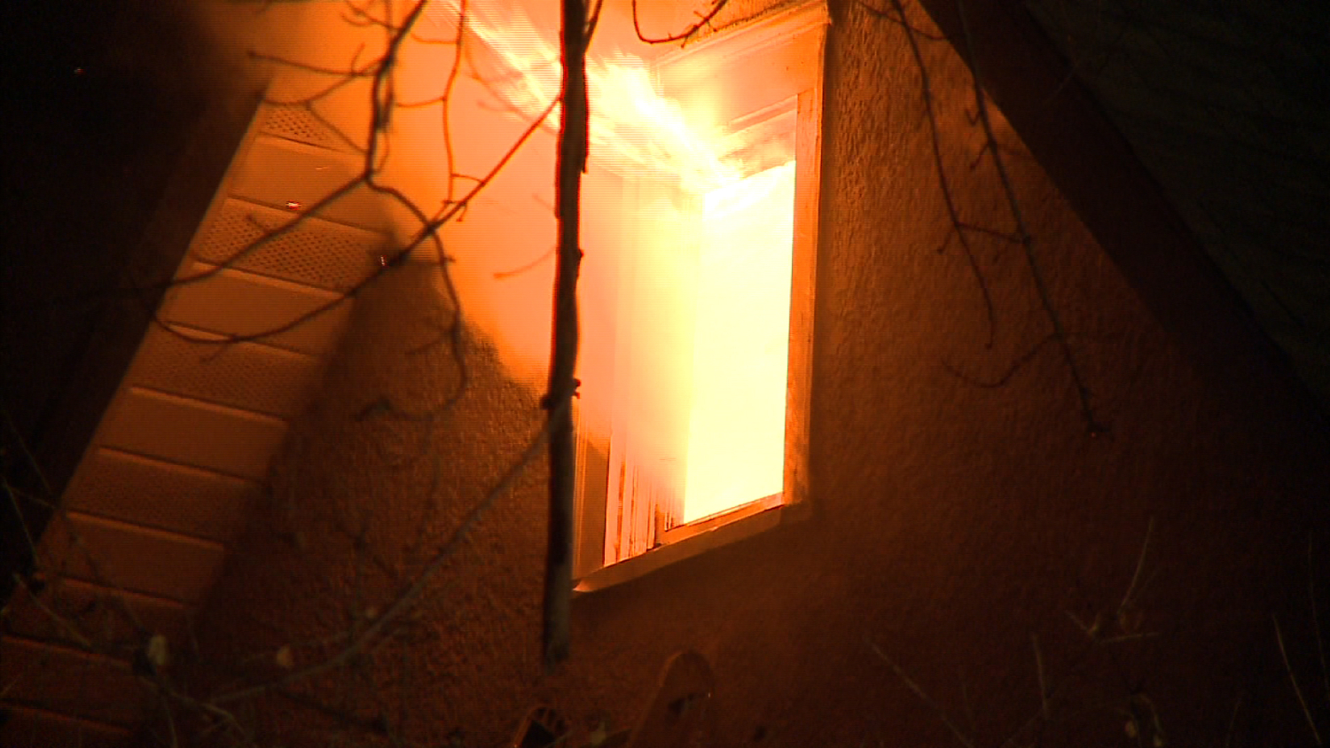 neighbors-save-two-girls-from-fire