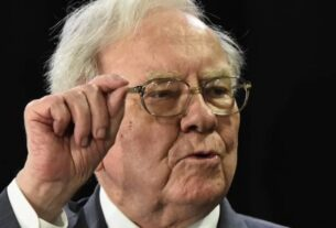 warren-buffett-says-make-this-the-priority-for-your-$1,400-stimulus-check