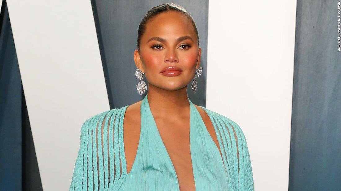 chrissy-teigen-explains-'it's-not-the-trolls'-that-caused-her-twitter-exit