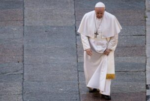 'francesco'-presents-a-dutiful-look-at-pope-francis-during-a-time-of-crises