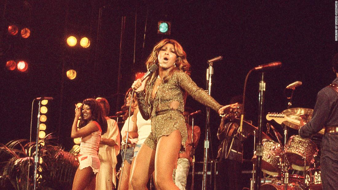 'tina'-tells-tina-turner's-story,-with-a-tribute-that-keeps-on-turning
