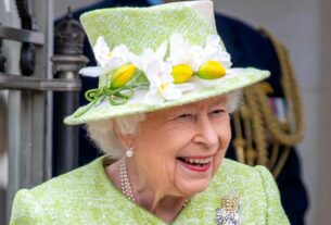 analysis:-queen-leaves-castle-for-first-in-person-engagement-this-year