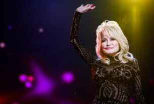 dolly-parton-gets-a-second-dose-of-the-covid-vaccine-she-helped-fund