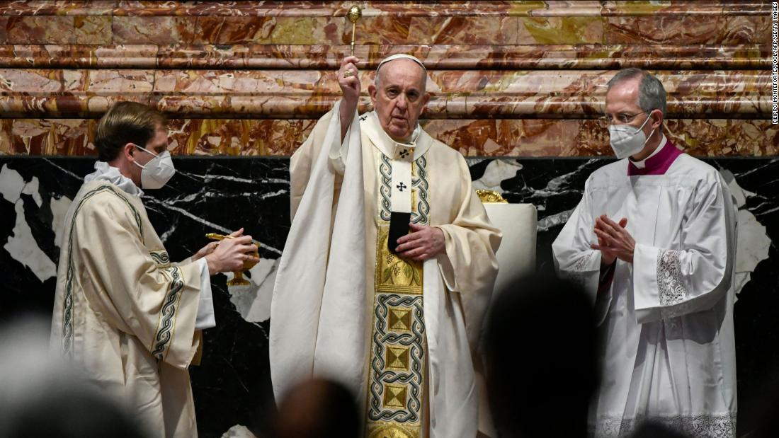 pope-condemns-'scandalous'-armed-conflicts-in-scaled-down-easter-sunday-mass
