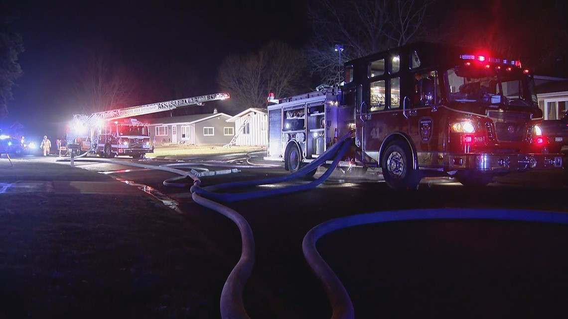 neighbors-jump-in-to-help-battle-house-fire