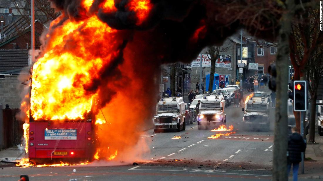 bus-torched-in-northern-ireland-as-british-and-irish-leaders-call-for-calm
