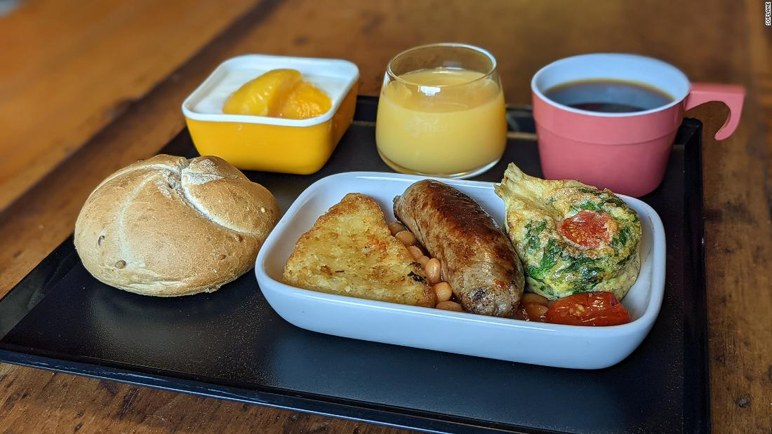the-man-recreating-airplane-meals-to-get-through-lockdown