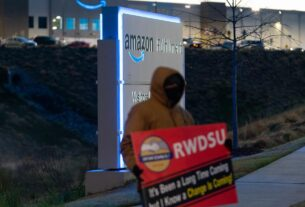 amazon-workers-vote-against-union-at-alabama-warehouse