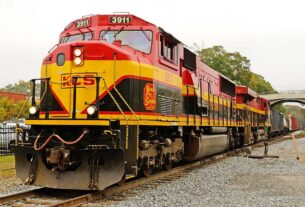 battle-for-north-american-rail-dominance-breaks-out-in-canada