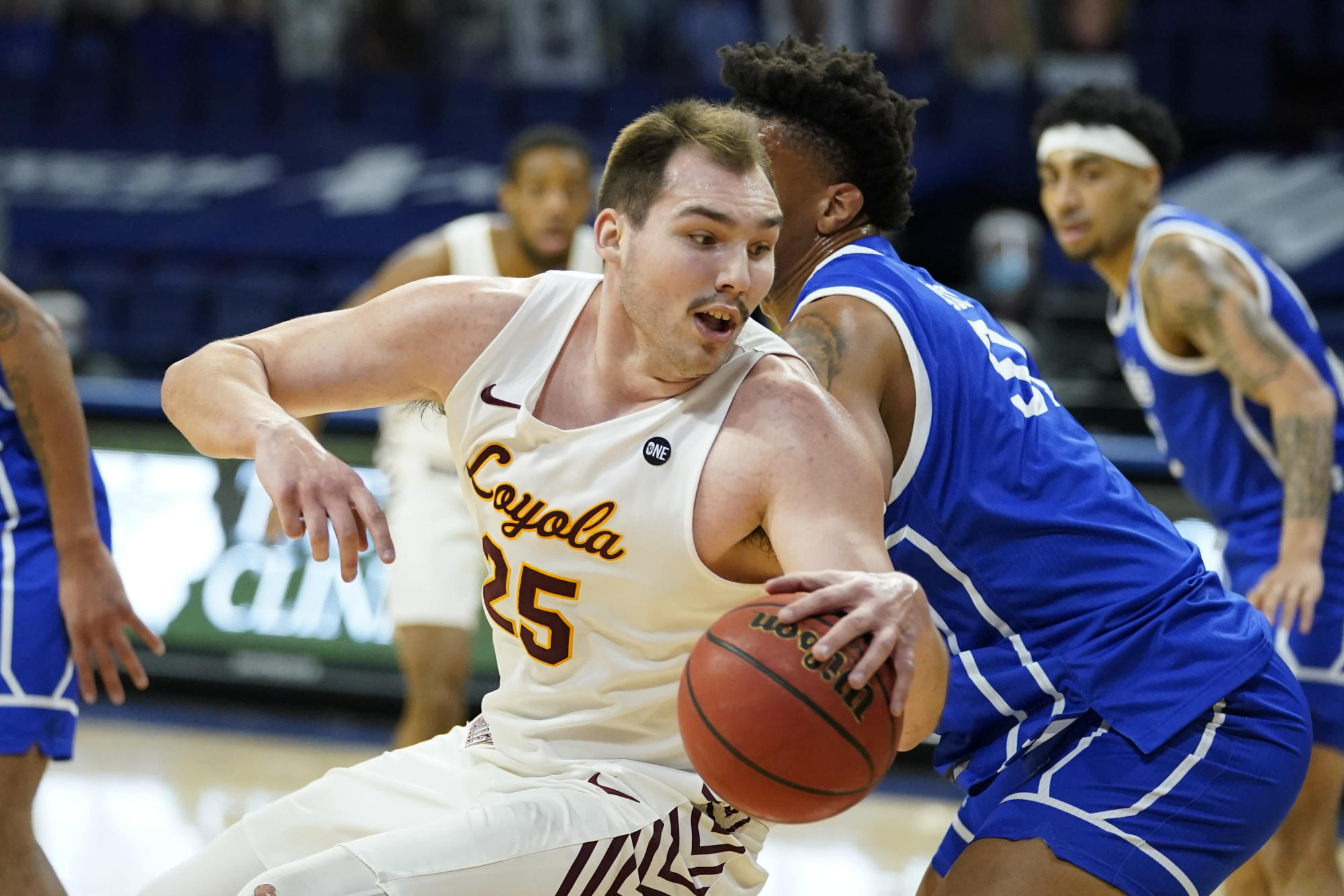 loyola-chicago's-krutwig-says-he-is-turning-pro
