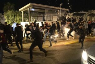 dozens-of-palestinians-injured-in-police-clashes-as-jewish-extremists-chanting-'death-to-arabs'-march-in-jerusalem