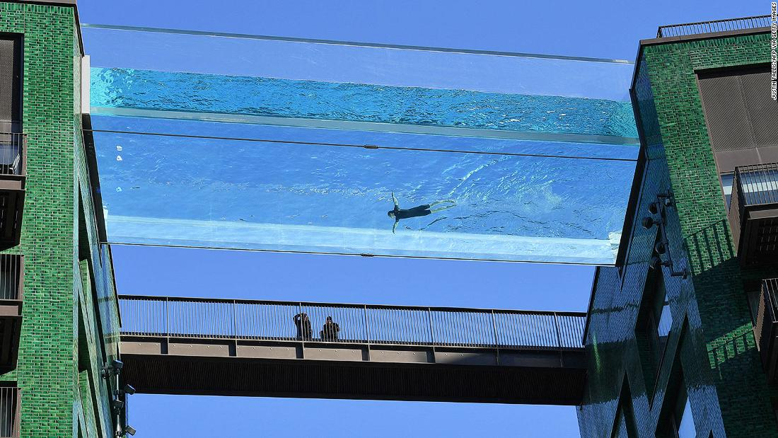 london's-new-see-through-sky-pool-is-first-of-its-kind