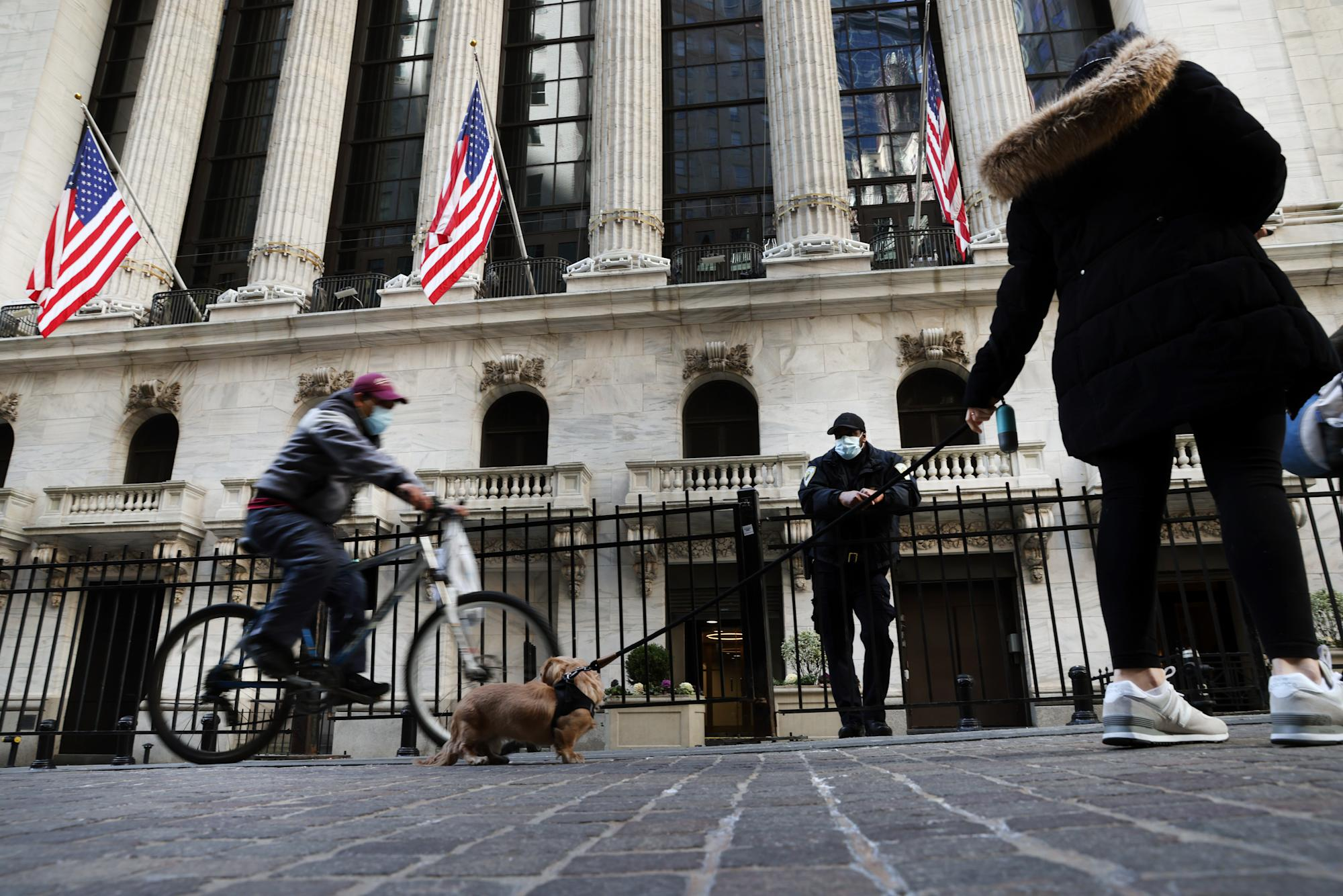 stock-market-news-live-updates:-stocks-trade-mixed,-microsoft-and-boeing-shares-weigh-on-dow