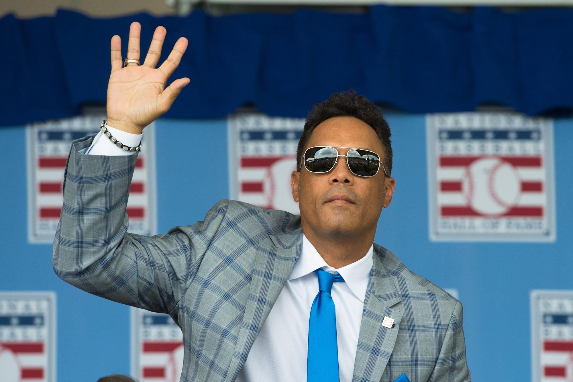 hall-of-famer-roberto-alomar-terminated-by-mlb,-put-on-ineligible-list-after-sexual-misconduct-investigation