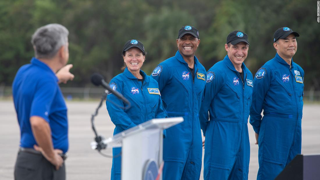 spacex-splashdown:-four-astronauts-to-return-from-record-breaking-mission