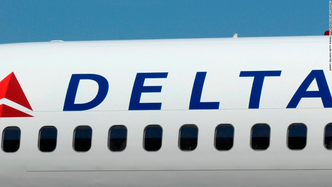 why-delta-airlines-is-resuming-selling-middle-seats