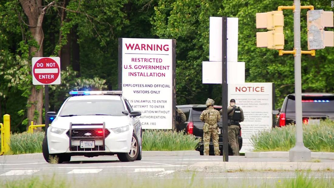 suspect-shot-in-standoff-outside-cia-headquarters-has-died,-fbi-says