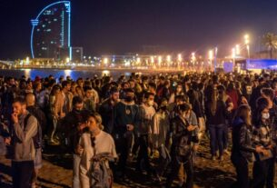 hundreds-party-in-spain-as-coronavirus-curfew-ends-in-most-of-the-country