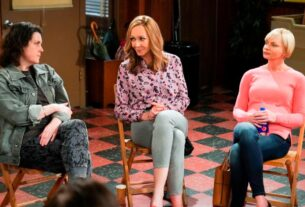 'mom'-says-goodbye-with-a-finale-that's-as-much-about-beginnings