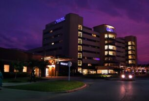 a-major-us-hospital-chain-is-suing-patients-during-the-pandemic