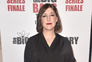 mayim-bialik-made-her-'jeopardy!'-guest-host-debut