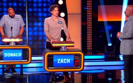 the-cast-of-'scrubs'-reunites-on-'celebrity-family-feud'