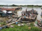 cambodia-evicts-floating-homes-despite-villagers'-protests