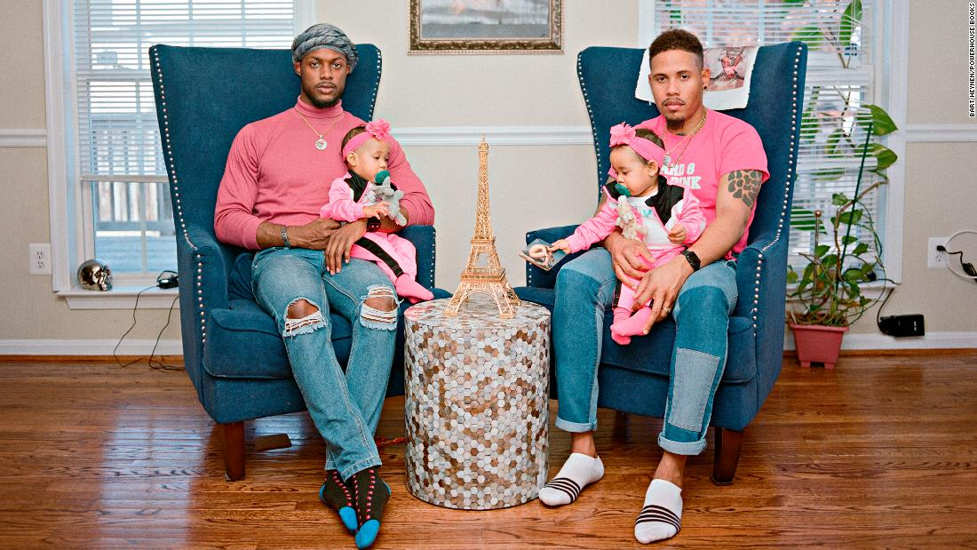 photographs-reveal-the-joy-and-hardships-of-gay-fatherhood-in-the-us