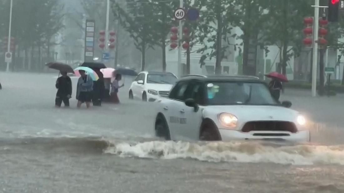 heavy-rainfall-floods-streets-and-subway-stations-in-china