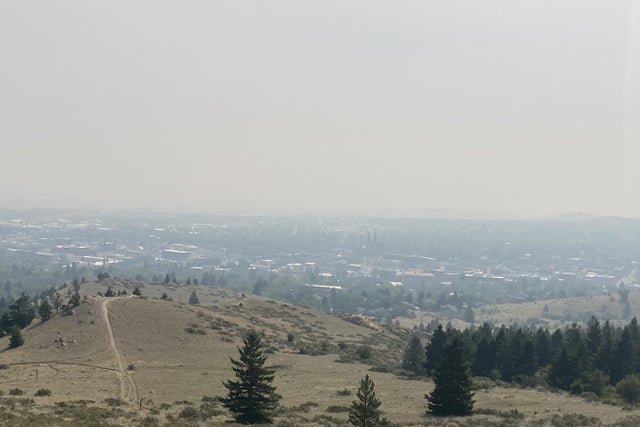 wildfire-smoke-drives-people-in-low-vaccinated-areas-indoors,-raising-outbreak-fears