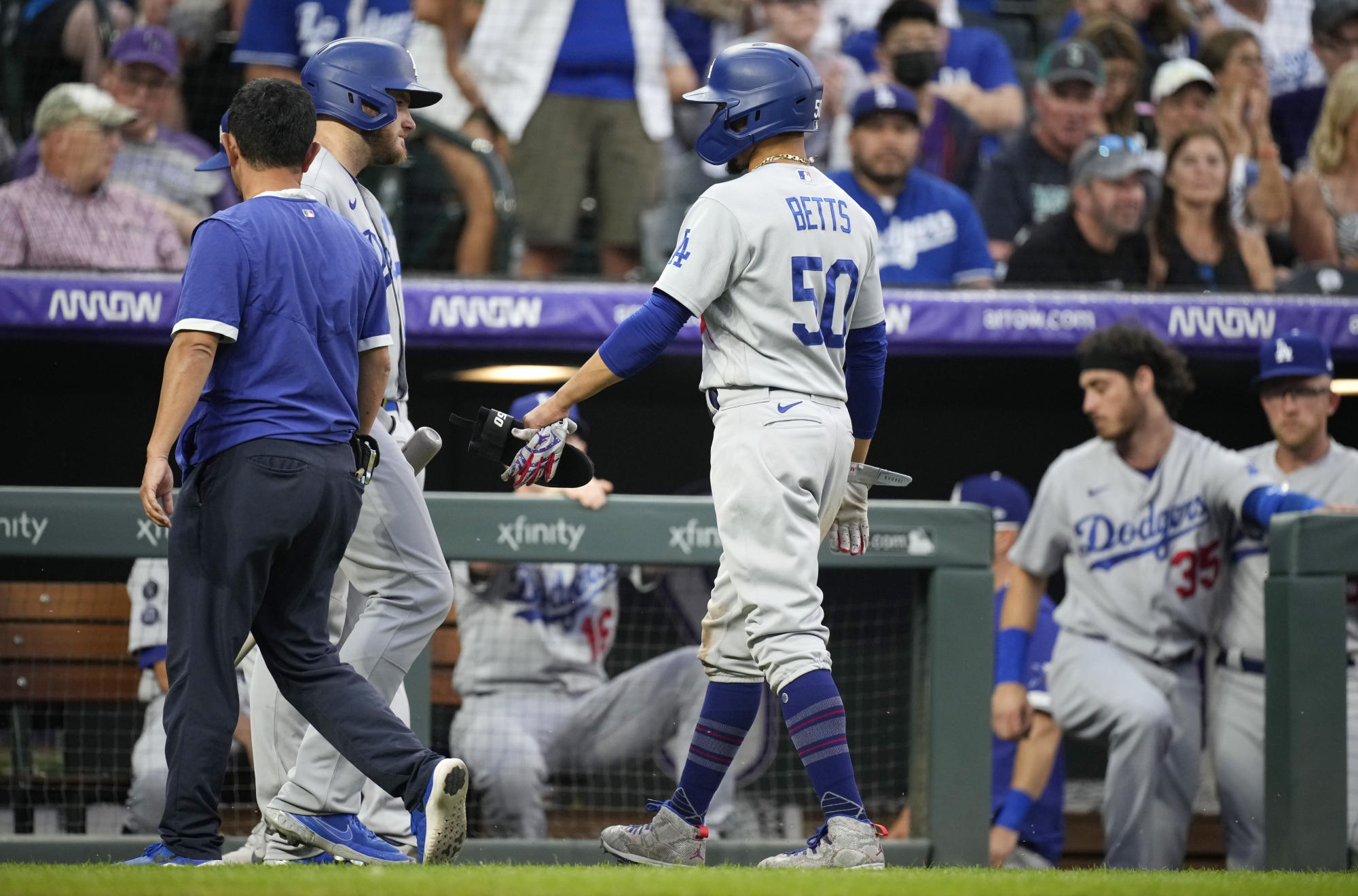 dodgers-put-star-of-mookie-betts-on-il-with-hip-inflammation