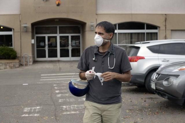 how-a-doctor-breaks-norms-to-treat-refugees-and-recent-immigrants