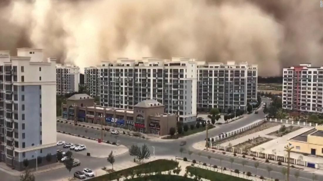 see-sandstorm-engulf-city-in-china