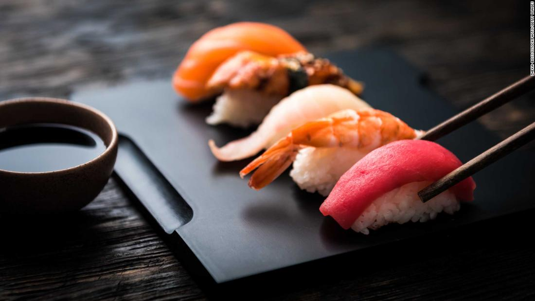 how-to-eat-sushi:-tips-for-ordering-and-eating-like-a-tokyo-local