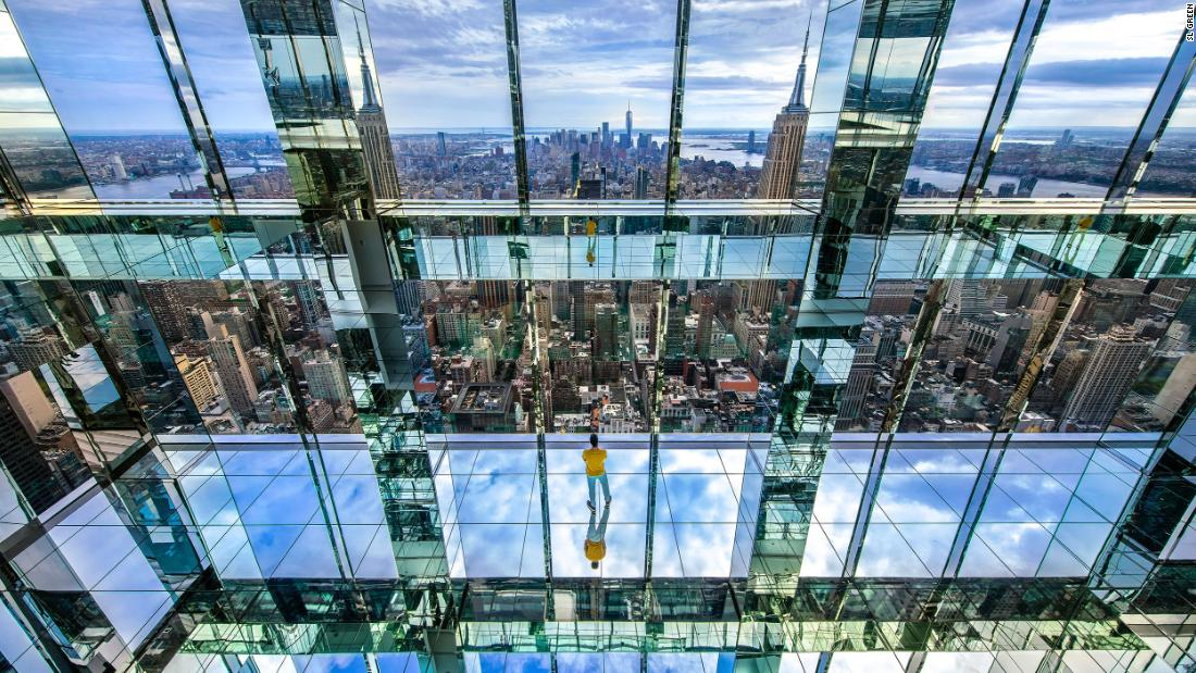 dizzying-glass-box-observatory-to-open-high-above-new-york