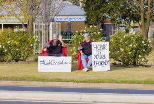 a-small-australian-town's-attempt-to-lure-chris-hemsworth-has-gone-viral.-here's-how-the-actor-responded