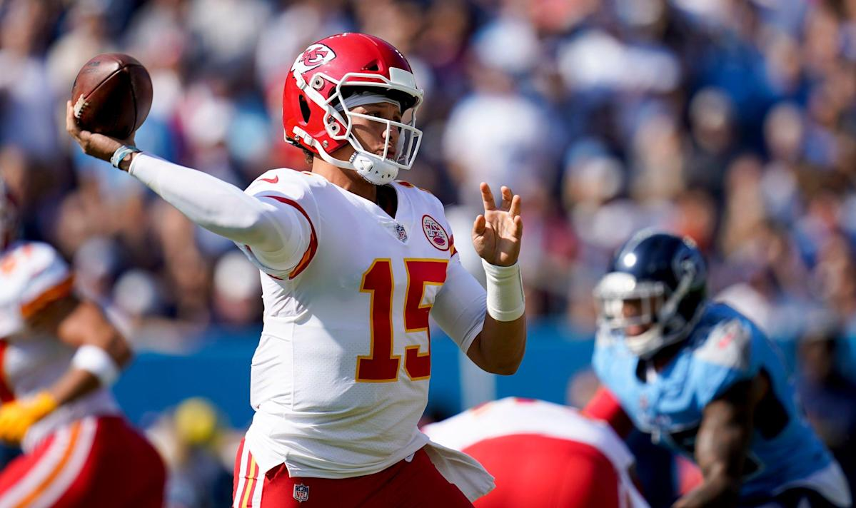chiefs'-patrick-mahomes-leaves-titans-game-in-fourth-quarter-after-brutal-sack
